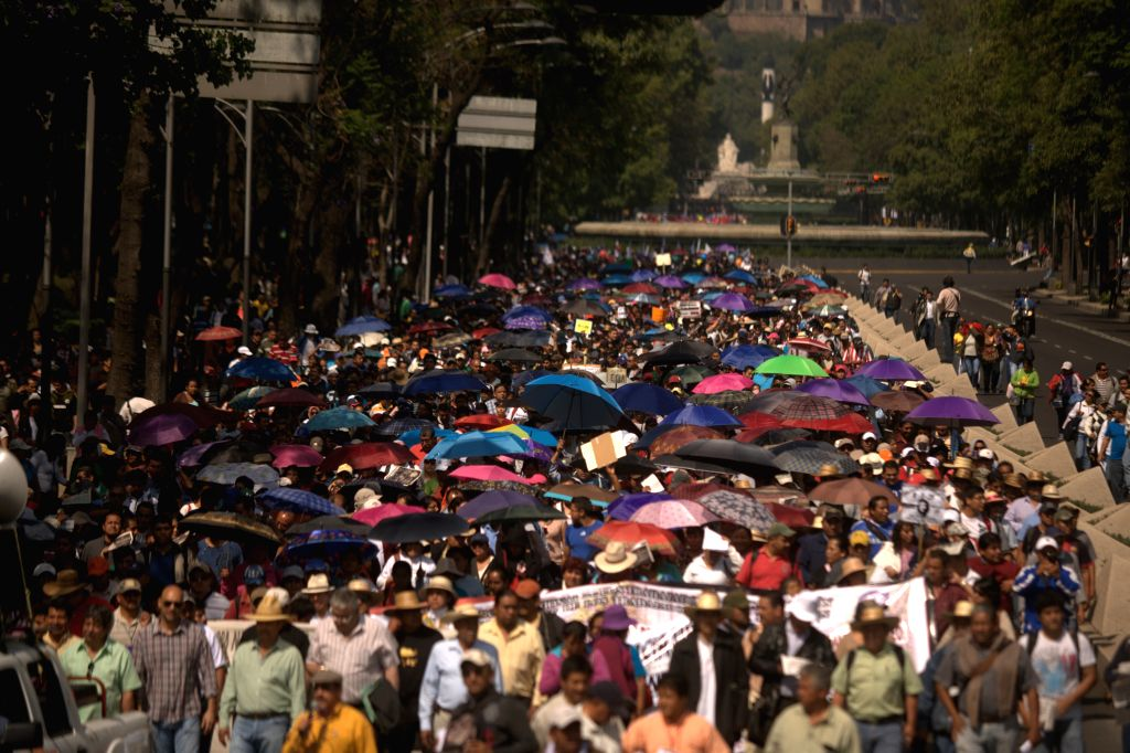 Workers and members of political groups take part in a demonstration marking the International Labor Day in Mexico City, capital of Mexico, on May 1, 2014. Photo: