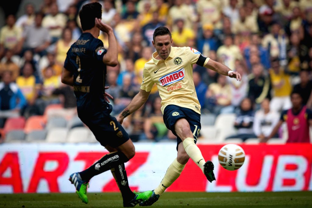 Mexico City (Mexico): Miguel Layun (R) of America kicks the ball in front of Josecarlos Van Rankin of UNAM's Pumas during the quarterfinal match of Opening Tournament of the MX League, at Aztec ...