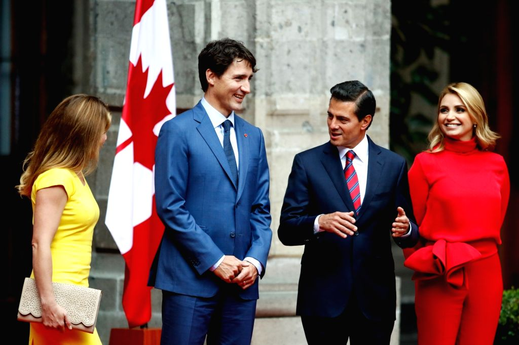 MEXICO CITY, Oct. 13, 2017 - Mexican President, Enrique Pena Nieto (2nd R), his wife Angelica Rivera (R), welcomes Canada's Prime Minister Justin Trudeau (2nd L) and his wife Sophie Gregoire (L), at ... - Justin Trudeau