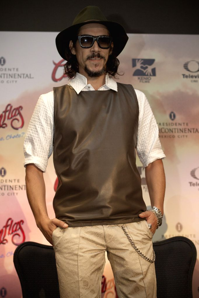 "Spanish actor Oscar Jaenada poses during a press conference to announce the premiere of the film ""Cantinflas"", in Mexico City, capital of Mexico, on .. - Oscar Jaenada"