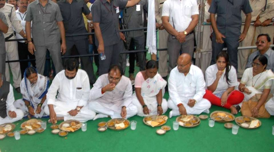 Madhya Pradesh Chief Minister Shivraj Singh Chouhan, LJP chief and Union Minister for Consumer Affairs, Food and Public Distribution Ramvilas Paswan and others during a programme organised at ...