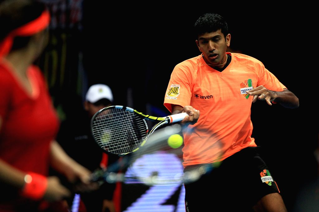 Micromax Indian Aces' player Rohan Bopanna (R) of India returns the ball against players of the Obi UAE Royals during their mixed doubles match in the ... - Rohan Bopanna