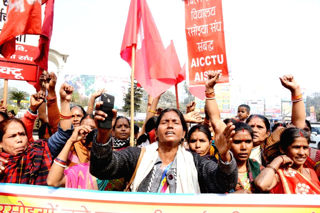 Mid Day meal workers under the banner of All India Central Council of Trade Unions (AICCTU) stage a demonstration to press for their demands in Patna, on Feb 1, 2019.
