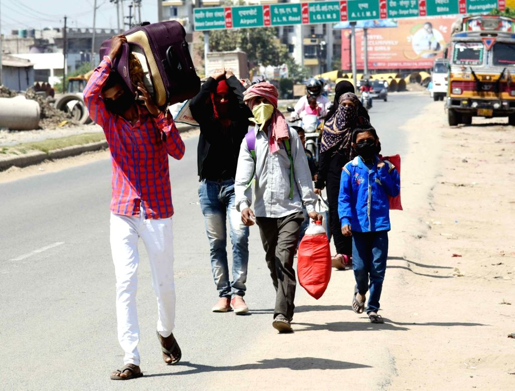 Migrant workers leave for their homes amid 21-day nationwide lockdown imposed as a measure to contain the spread of  coronavirus, in Patna on March 31, 2020.