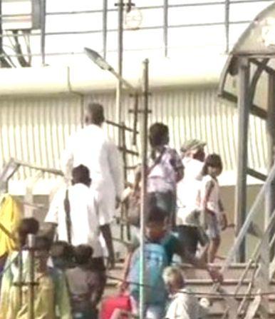 Migrant workers return to Delhi as unlocking process begins.