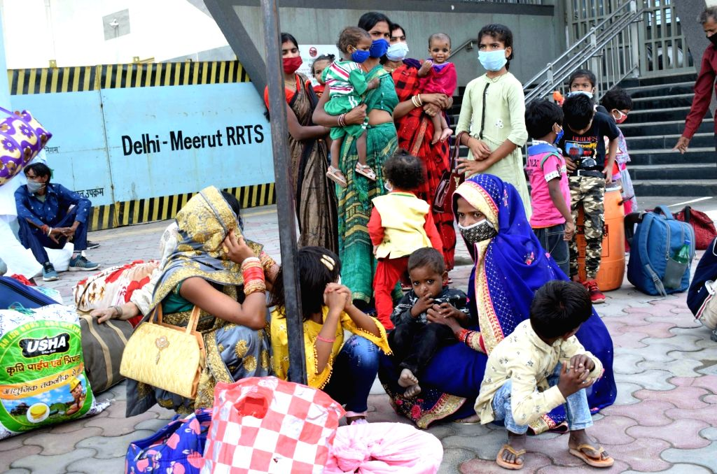 Migrants Crowd Near Anand vihar bus terminal on Saturday, May 22, 2021.