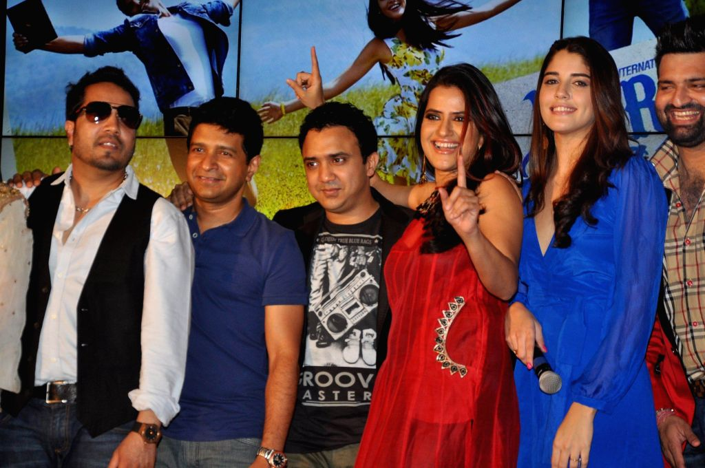 Mika Singh, K K, Ram Sampat, Sona Mohapatra and Izabelle Leite during the music launch of the movie Purani Jeans in Mumbai on April 16, 2014. - Mika Singh