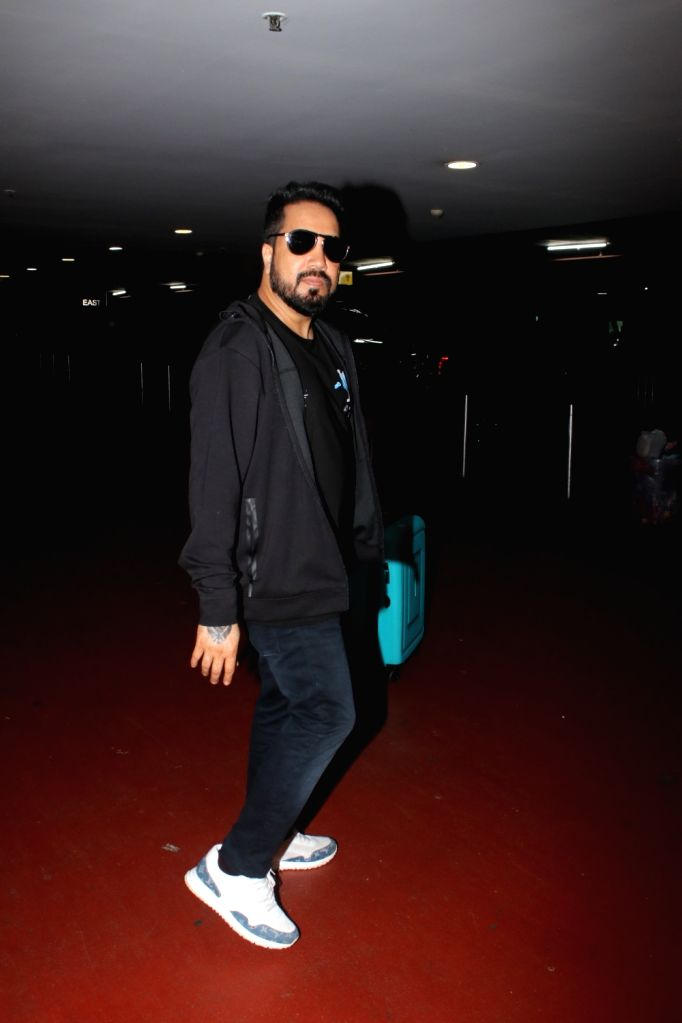 Mika Singh Spotted At Airport Arrival 04 october,2021.