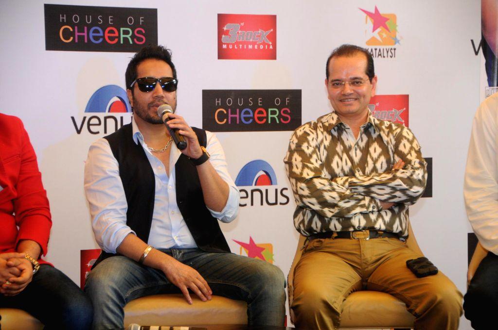 Mika Singh with Champak Jain (Venus Worldwide Entertainment Pvt. Ltd ) addressing Press Conference DSC_4920.JPG (925K) - Mika Singh and Champak Jain