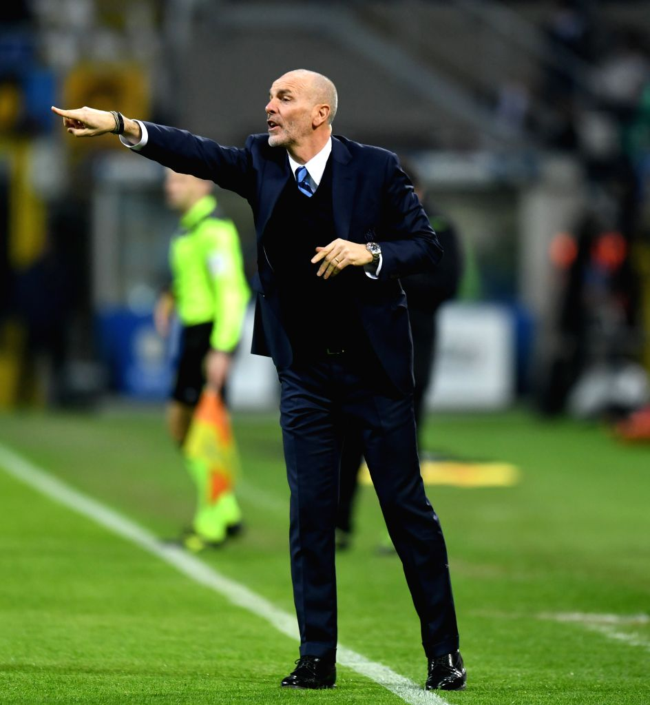 MILAN, Feb. 27, 2017 - Roma's head coach Stefano Pioli gestures during a Serie A soccer match between Roma and Inter Milan, in Milan, Italy, Feb. 26, 2017. Roma won by 3-1.