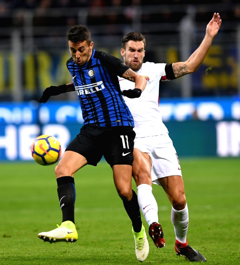 MILAN, Jan. 22, 2018 - Inter Milan's Matias Vecino (L) competes during a Serie A soccer match between Inter Milan and Roma in Milan, Italy, Jan. 21, 2018. The game ends with a 1-1 tie.