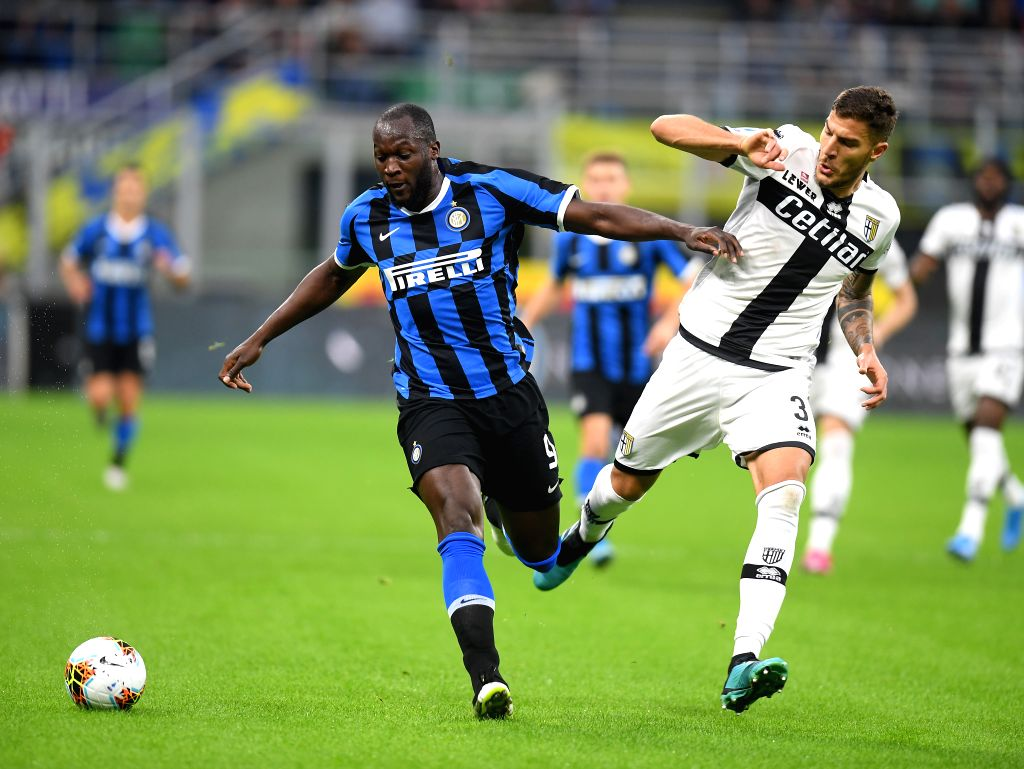 MILAN, Oct. 27, 2019 - FC Inter's Romelu Lukaku (L) vies with Parma's Kasriot Dermaku during a Serie A soccer match between FC Inter and Parma in Milan, Italy, Oct. 26, 2019.