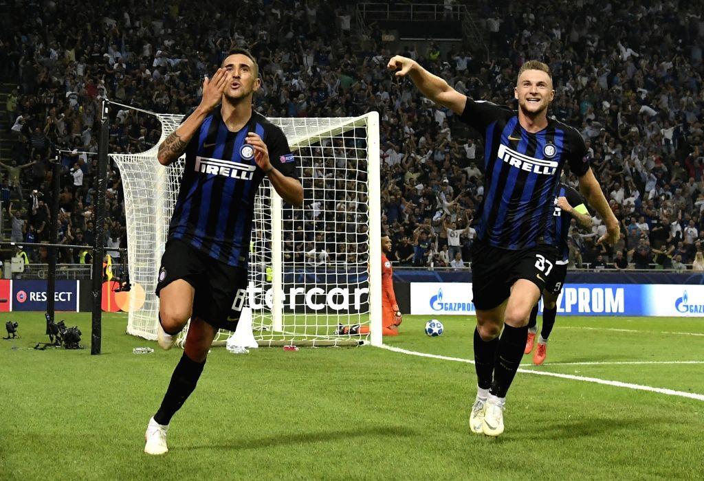MILAN, Sept. 19, 2018 - Inter Milan's Matias Vecino (L) celebrates during a UEFA Champions League group B match between FC Inter and Tottenham Hotspur, in Milan, Italy, Sept. 18, 2018. FC Inter won ...