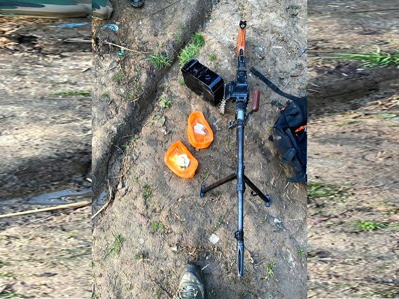 Militants flee Kulgam home, leave machine gun & IED material behind.
