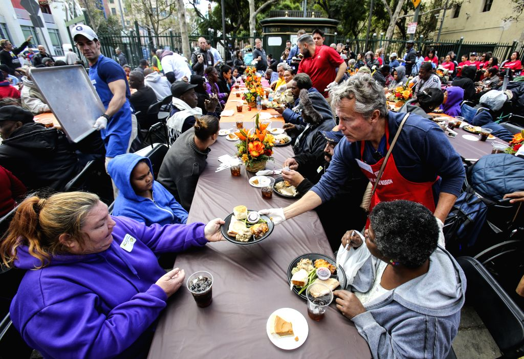 Millions of Americans travel for Thanksgiving, ignoring CDC guidance