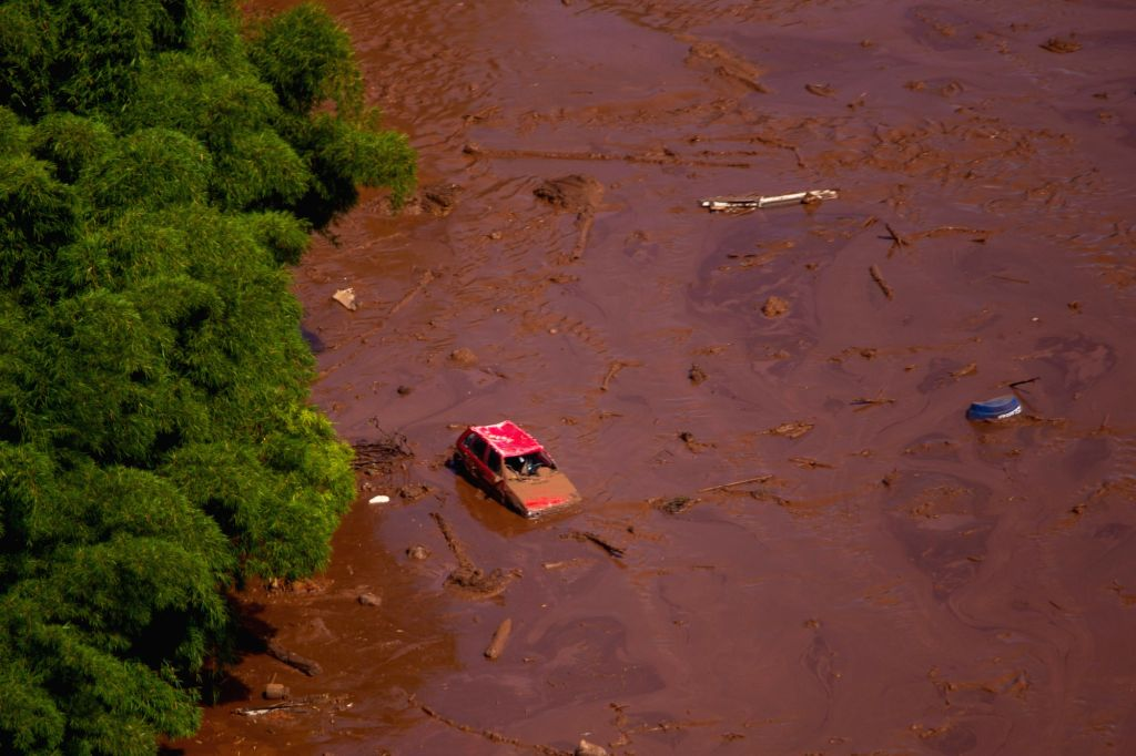 MINAS GERAIS (BRAZIL), Jan. 25, 2019 (Xinhua) -- A vehicle is seen submerged after the collapse of a dam in Brumadinho Municipality in the southeastern state of Minas Gerais, Brazil, on Jan. 25, 2019. About 200 people were missing after a tailings da