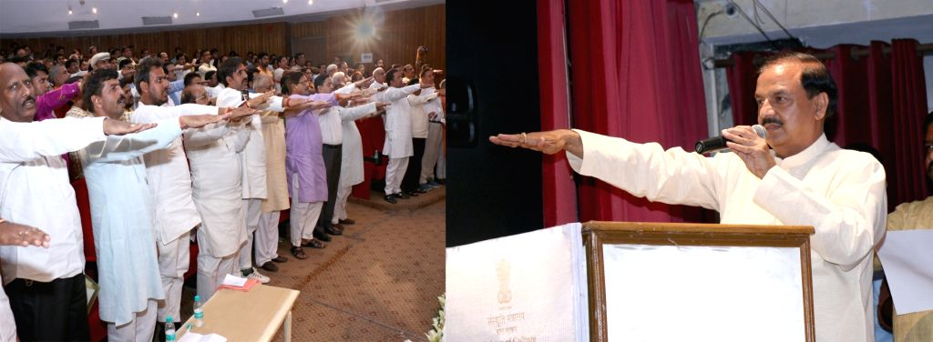 "Minister of State for Culture and Tourism (Independent Charge), Dr. Mahesh Sharma administers the New India Pledge to all participants at the celebrations of ""Sankalp Parva; Sankalp Se ... - Mahesh Sharma"