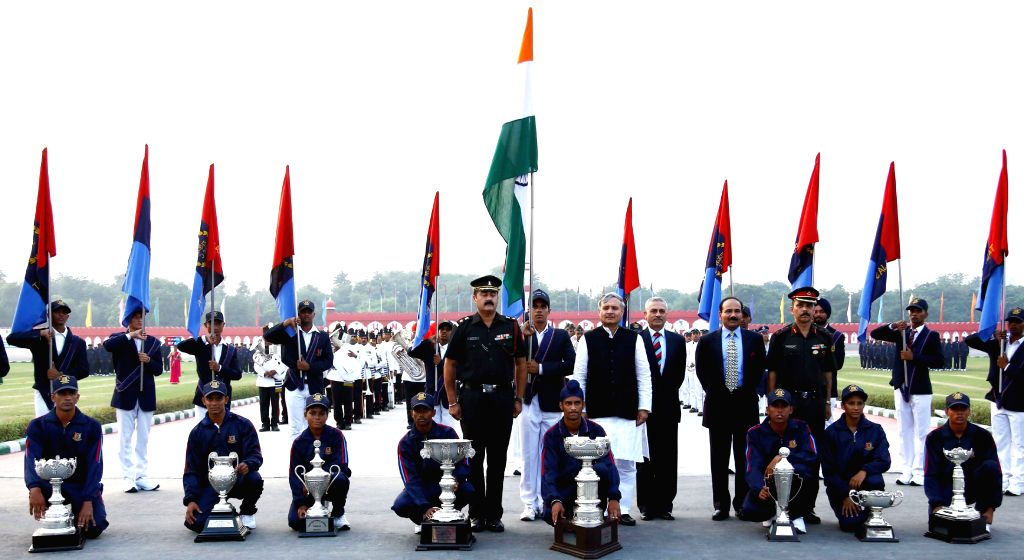 Minister of State for Planning (Independent Charge) and Defence, Rao Inderjit Singh in a group photograph with the RRM - winners of Throphies for each events of the NCC games 2015 ... - Rao Inderjit Singh