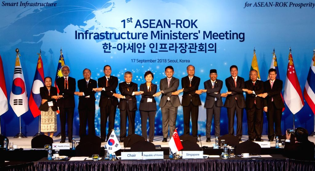 Ministers and senior officials from South Korea and member states of the Association of Southeast Asian Nations (ASEAN) pose for photos during the first ASEAN-Korea infrastructure ministers' ...