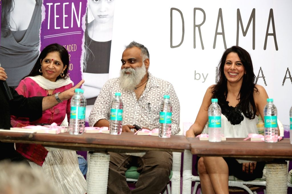 "Mitali Kakkar, Suresh Eiryat and Pooja Bedi at the book launch of ""Drama Teen""  author by Lina Ashar in Mumbai on Jan 24, 2017 - Pooja Bedi"
