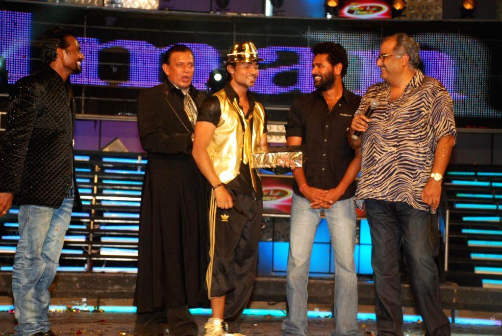 Mithun Chakraborty with Boney Kapoor and Prabhu Deva at Dance India Dance Grand finale. - Mithun Chakraborty