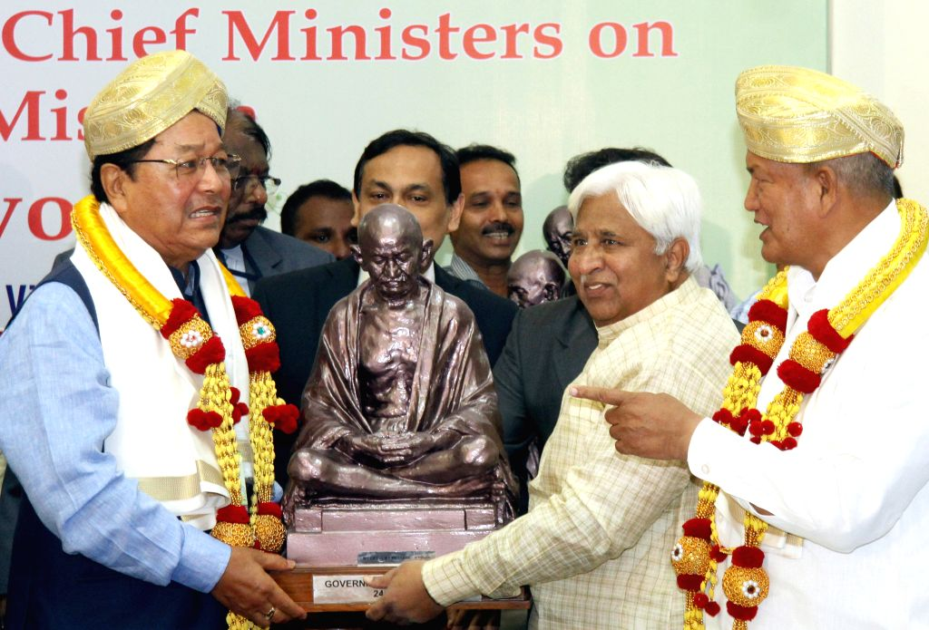 Mizoram Chief Minister Lal Thanhawla and Uttarakhand Chief Minister Harish Rawat during the third meeting of Swachh Bharat Abhiyana at Vidhana Soudha, in Bengaluru on June 24, 2015. - Lal Thanhawla