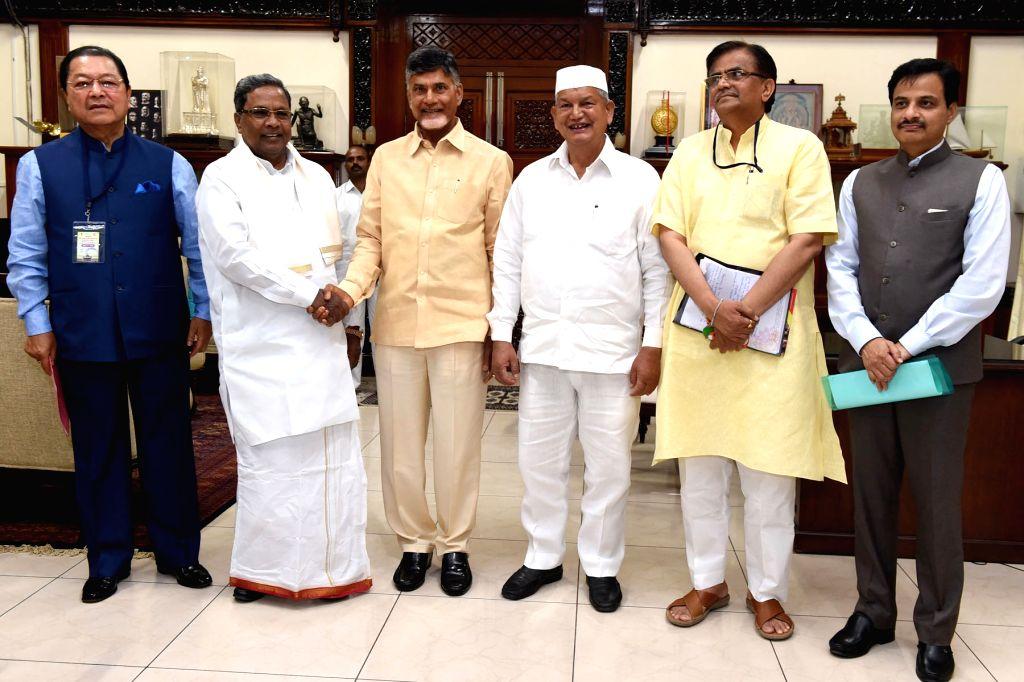 Mizoram Chief Minister Lal Thanhawla, Karnataka Chief Minister Siddaramaiah, Andhra Pradesh Chief Minister N Chandrababu Naidu and Uttarakhand Chief Minister Harish Rawat during the third ... - Lal Thanhawla and N Chandrababu Naidu
