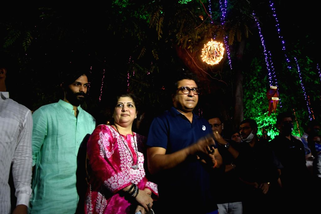 MNS Chief wife Rashmi Thackeray play badminton and and celebrate Lighting Diwali.