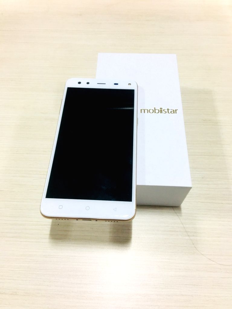"Mobiistar ""XQ Dual"" device comes with 3GB RAM and 32GB internal storage that is expandable up to 128GB."