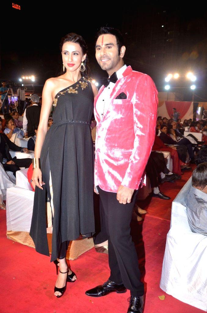 Model Alesia Raut and Choreographer Sandip Soparrkar during Bharat Ikon Award in Mumbai, on Nov 28, 2016. - Alesia Raut