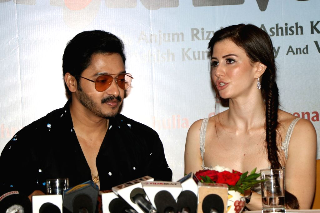 """Model Georgia Andriani and actor Shreyas Talpade during the promotions of their upcoming film """"Welcome to Bajrangpur"""" in Mumbai on Nov 7, 2019. - Georgia Andriani and Shreyas Talpade"""
