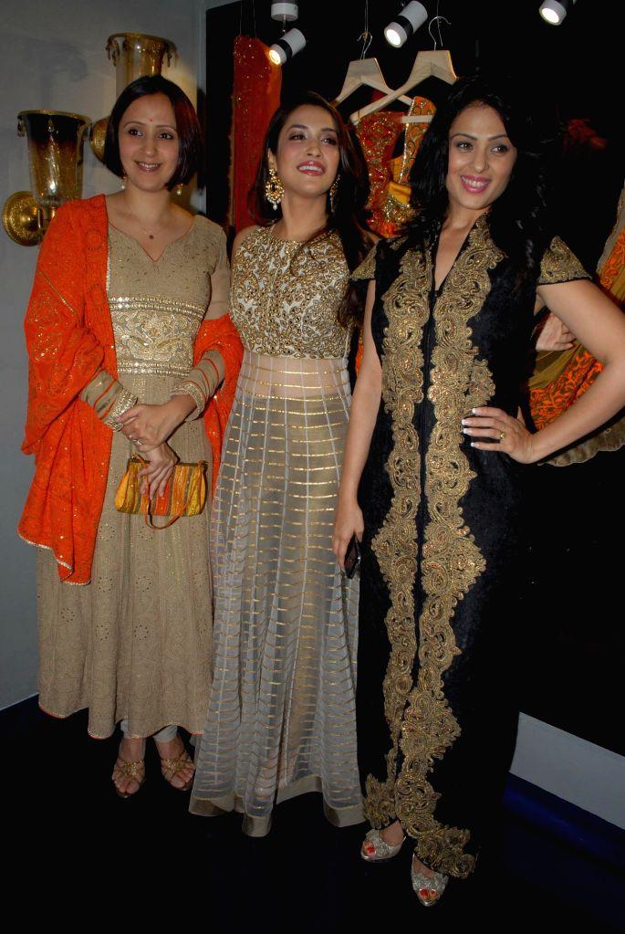 Model Ishita Arun, Bollywood actors Rashmi Nigam and Anjana Sukhani during the store opening of designer Mayyur Girotra in Mumbai, on April 18, 2014. - Ishita Arun, Rashmi Nigam and Anjana Sukhani
