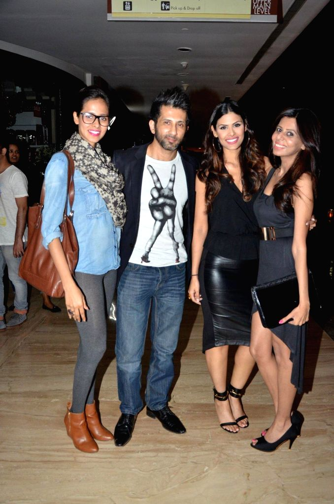 Model Madhu Sneha with celebs at Comedian Nitin Mirani's performing stand-up comedy at Canvas laugh Club in Mumbai on Jan 10, 2015. - Madhu Sneha