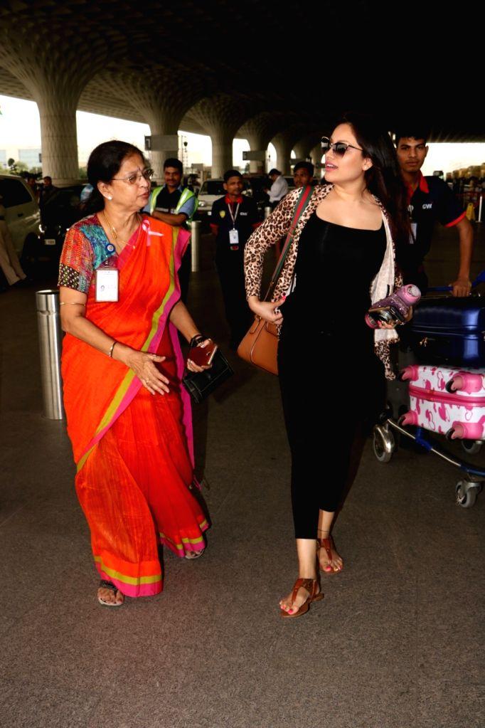 Model Nikii Daas seen at Chhatrapati Shivaji Maharaj International airport in Mumbai. - Nikii Daas