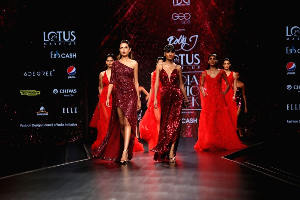 Models showcase the creation of fashion designer Dolly J on the third day of Lotus Make-up India Fashion Week, in New Delhi on Oct 11, 2019.