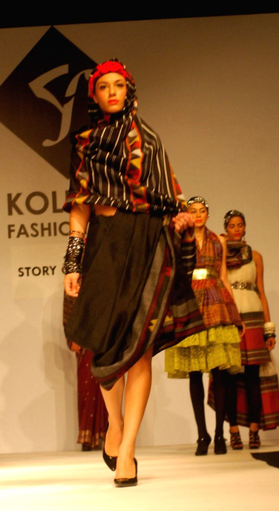 Models walks the runway for Weaves show during the Kolkata Fashion Week on  5th  April 2009, India.