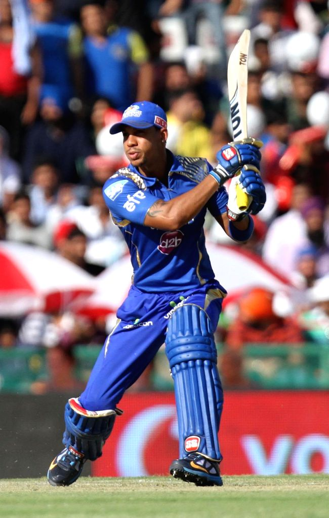 Mumbai Indians batsman Lendl Simmons in action during an IPL-2015 match between Mumbai Indians and Kings XI Punjab at the Punjab Cricket Association Stadium, in Mohali on May 3, 2015. - Lendl Simmons