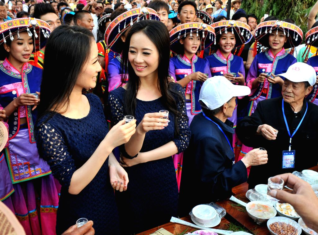 MOJIANG(YUNNAN), May 2, 2014 Twins and tourists enjoy a feast during the 10th twins festival in the Hani Autonomous County of Mojiang, southwest China's Yunnan Province, May 1, 2014. A ...