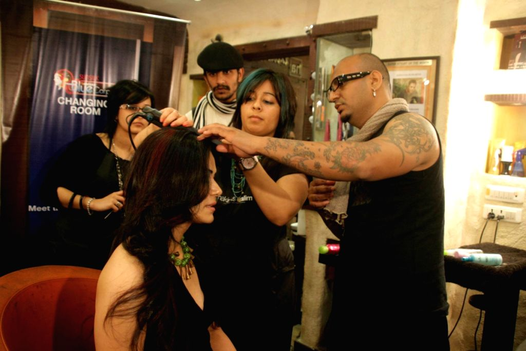 Mona Singh gets a make-over by UTV Bindass and Aalim  Hakim.
