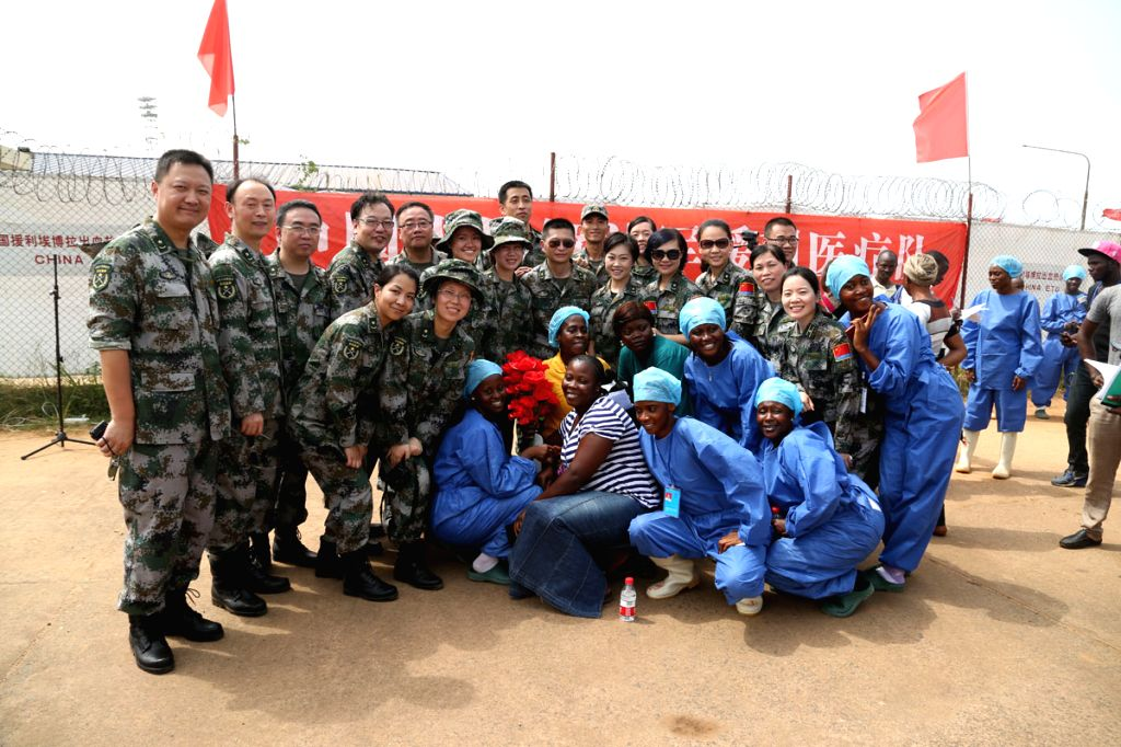 Beatrice Yordoldo (C, in yellow), the last confirmed Ebola patient discharged in Liberia, poses for photos with medical staff during a brief ceremony in Monrovia, ...