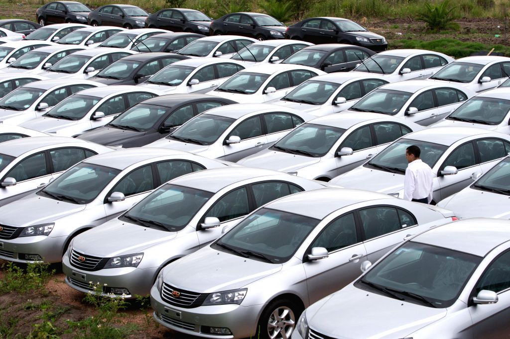 MONTEVIDEO, Jan. 22, 2014 (Xinhua) -- A staff member examines cars in the parking lot of the car plant of China's Geely in Montevideo, capital of Uruguay, Jan. 20, 2014. The auto factory of Geely in Uruguay built its production line in March 2013, wi