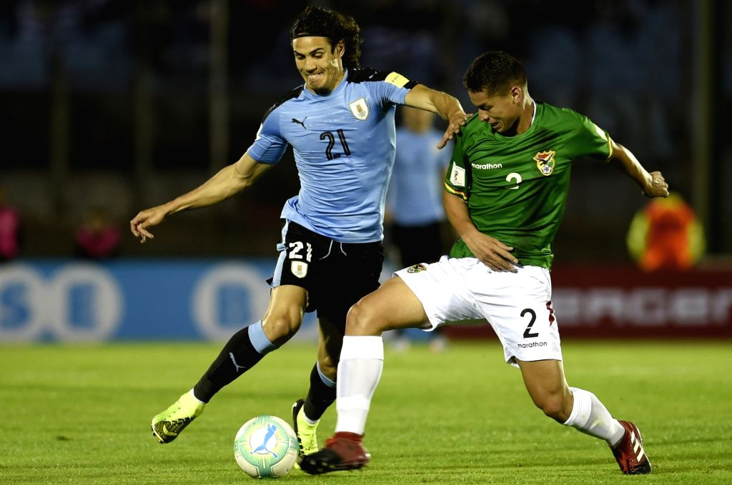 MONTEVIDEO, Oct. 11, 2017 - Uruguay's Edinson Cavani (L) vies for the ball with Bolivia's Jordy Candia (R) during the Russia 2018 FIFA World Cup qualifier match, at Centenario stadium, in Montevideo, ...