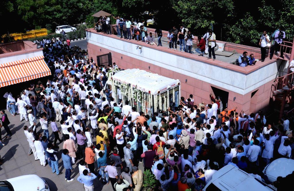 Mortal remains of late BJP leader Sushma Swaraj being taken to Lodhi Road crematorium in New Delhi on Aug 7, 2019. - Sushma Swaraj