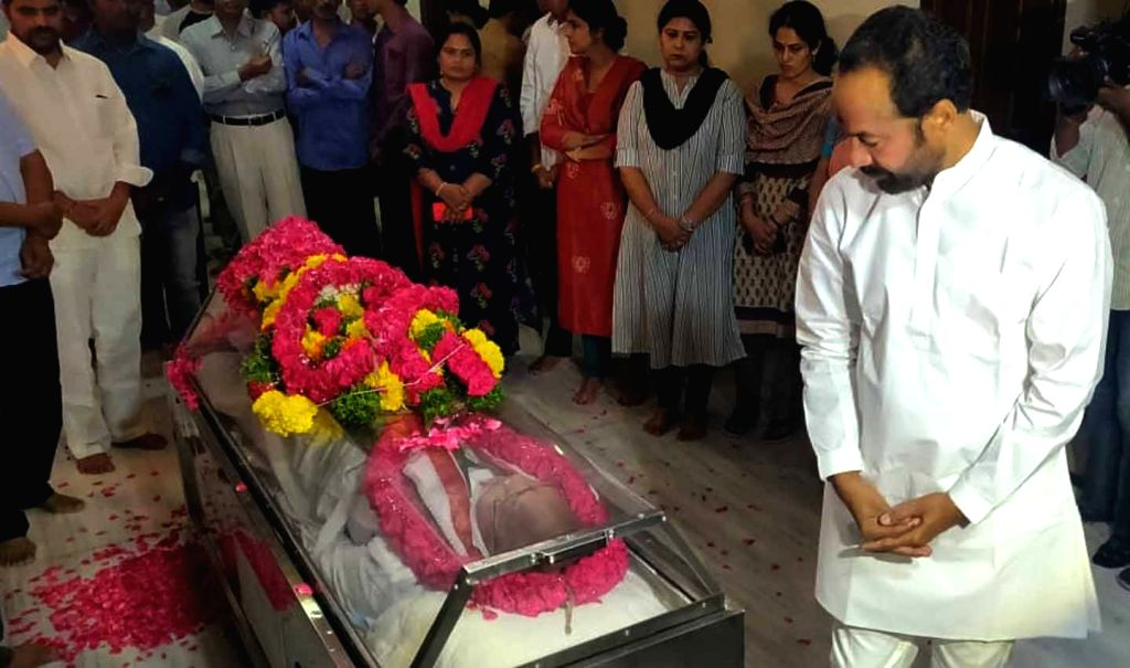 MoS Home Affairs G Kishan Reddy pays homage to senior Congress leader and former Union minister S. Jaipal Reddy in Hyderabad on July 28, 2019. Jaipal Reddy passed away in the early hours ... - S. Jaipal Reddy