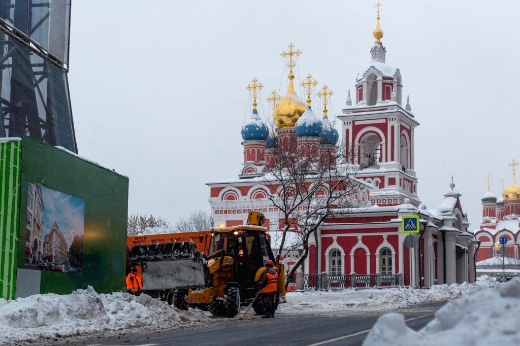 MOSCOW,Feb. 5, 2018 - Workers remove snow on the road in Moscow, Russia, on Feb. 5, 2018. Moscow experienced a record strong snowfall last week, which caused delays and cancellations of air flights ...