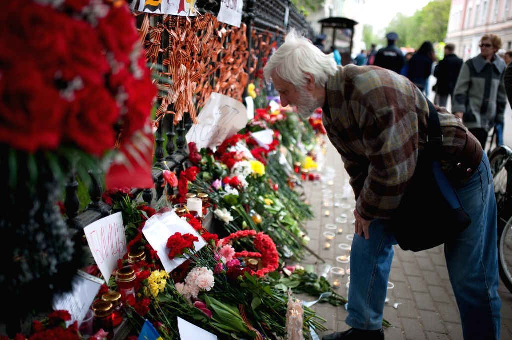 A man looks at blessing words for the victims in the clashes in Odessa, in front of the Ukrainian Embassy in Moscow, Russia, May 4, 2014. Clashes erupted between pro- .
