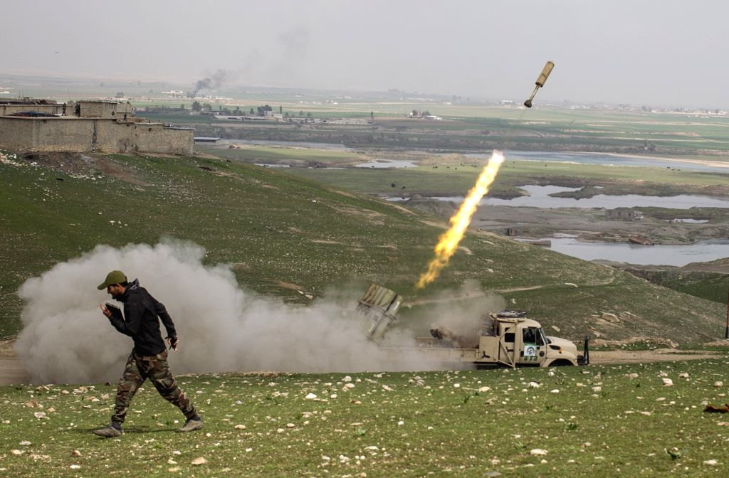 MOSUL (IRAQ), March 20, 2017 (Xinhua) -- A soldier fires a missile towards Islamic State positions during the joint operation to free Badush district from Islamic State fighters, near Mosul, Iraq, on March 20, 2017. Iraqi government forces battling I