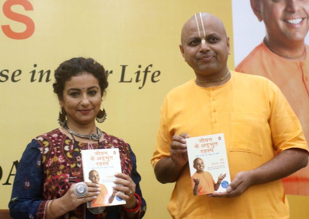 "Motivational Speaker Gaur Gopal Das with Divya Dutta during a programme organised to release ""Life's Amazing Secrets (Hindi): Jeevan Ke Adbhut Rahasya"" in New Delhi on July 18, ... - Gaur Gopal Das"