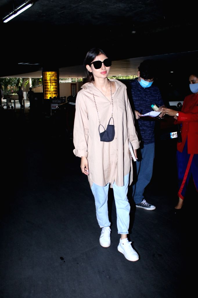 Mouni Roy spotted at airport arrival - Mouni Roy