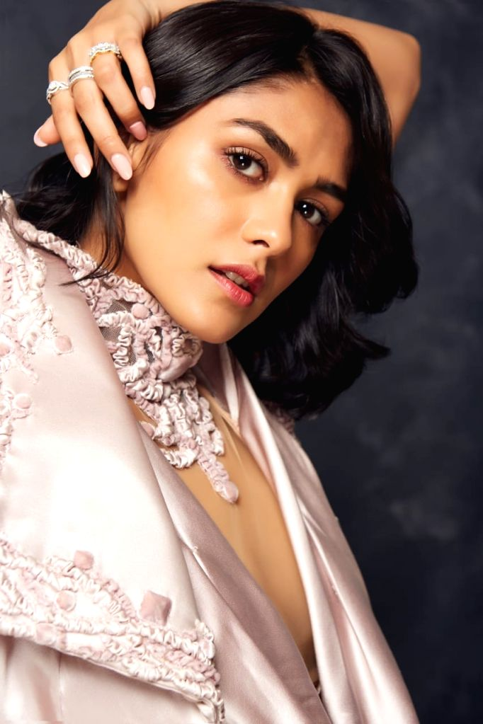 Mrunal Thakur heads to Chandigarh for final schedule of 'Jersey'.